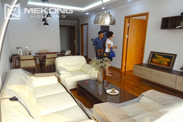 Stunning apartment with 2 bedroom and big balcony for rent in Vinhomes Nguyen Chi Thanh 4
