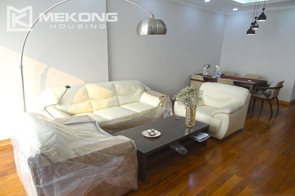 Stunning apartment with 2 bedroom and big balcony for rent in Vinhomes Nguyen Chi Thanh 5