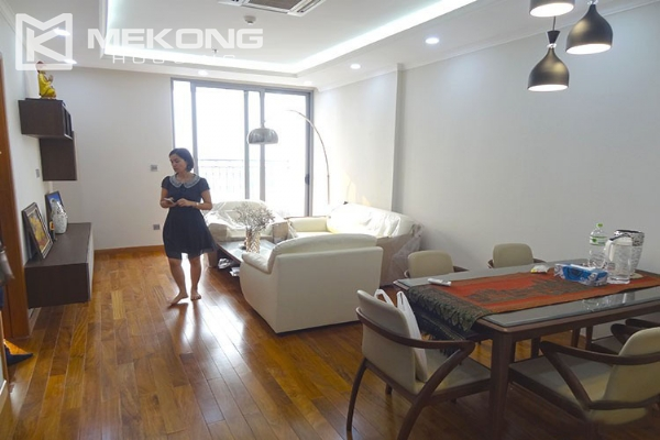 Stunning apartment with 2 bedroom and big balcony for rent in Vinhomes Nguyen Chi Thanh 6