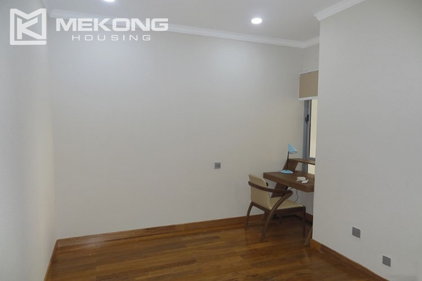 Stunning apartment with 2 bedroom and big balcony for rent in Vinhomes Nguyen Chi Thanh 15