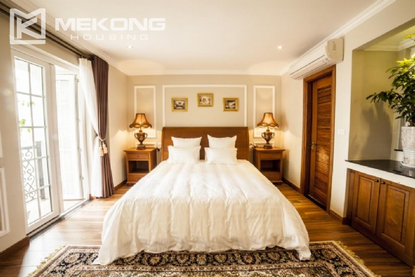Stunning apartment with 2 bedrooms for rent in Thai Phien street, Hai Ba Trung district 7
