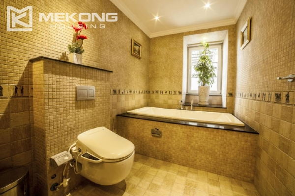 Stunning apartment with 2 bedrooms for rent in Thai Phien street, Hai Ba Trung district 8