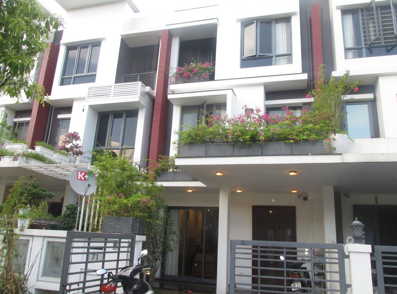 Stunning house with 3 bedrooms and beautiful landscape view for rent in Gamuda Gardens, Hoang Mai, Hanoi