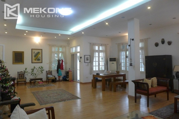 Style villa to rent with swimming pool in Au Co street, Tay Ho 8
