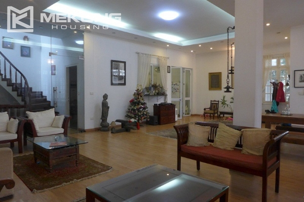 Style villa to rent with swimming pool in Au Co street, Tay Ho 10