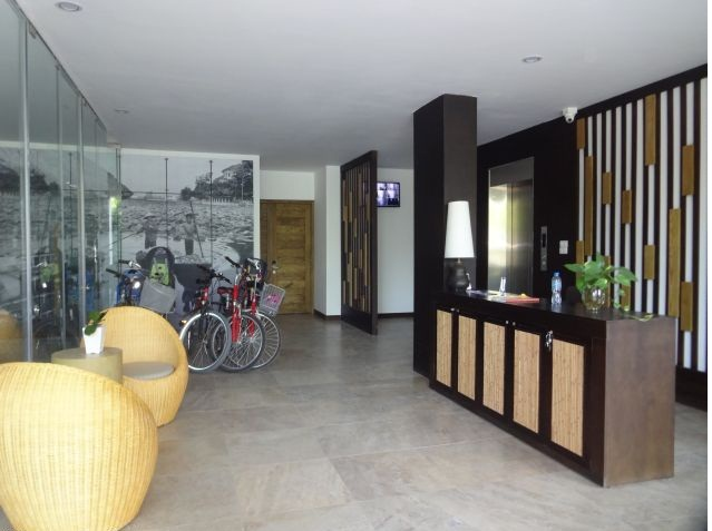 The serviced apartment on the first floor is for hire on Dang Thai Mai street, Tay Ho district, Hanoi