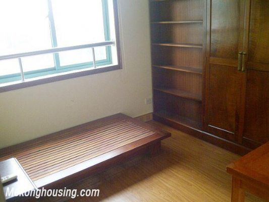 Two bedrooms apartment for rent in Hoang Hoa Tham street, Ba Dinh district, Hanoi 10