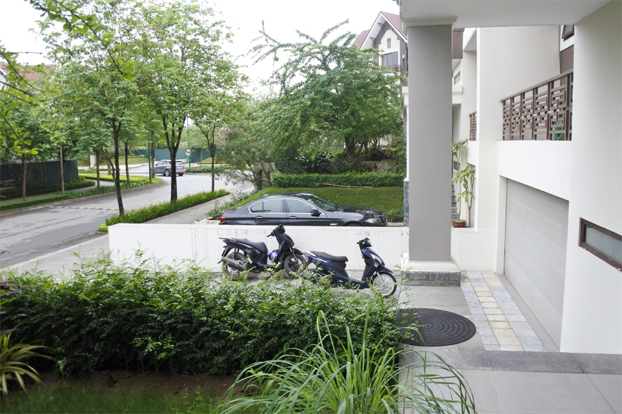 Unfurnished villa for rent with 5 bedrooms for rent in Q block, Ciputra Hanoi 4