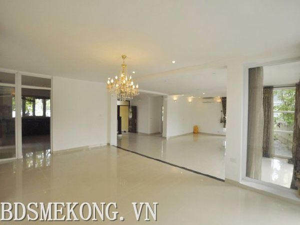 Unfurnished villa with 04 bedrooms and lake view for rent in Thang Loi hotel, Tay Ho