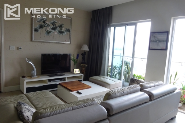 Very beautiful lake view apartment with 3 bedrooms in Golden Westlake 1