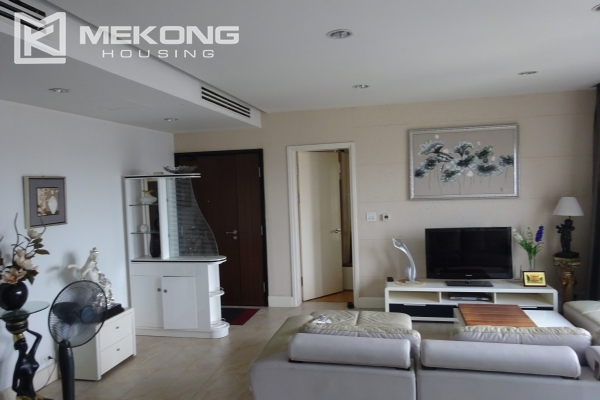 Very beautiful lake view apartment with 3 bedrooms in Golden Westlake 3