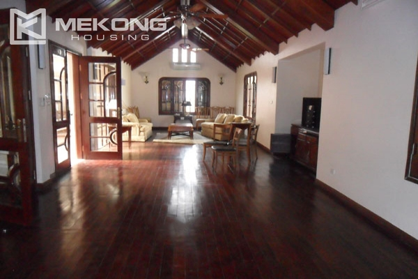 Very big villa with 8 bedrooms for rent in Thang Long International Village 7