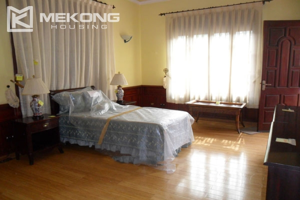 Very big villa with 8 bedrooms for rent in Thang Long International Village 12