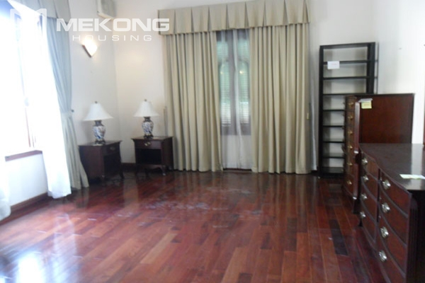 Very big villa with 8 bedrooms for rent in Thang Long International Village 15