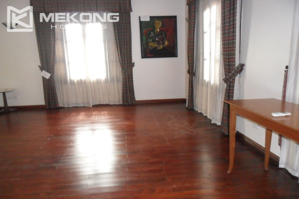 Very big villa with 8 bedrooms for rent in Thang Long International Village 17