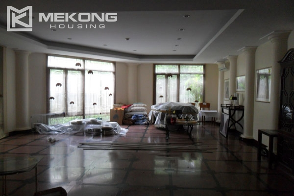 Very big villa with 8 bedrooms for rent in Thang Long International Village 18