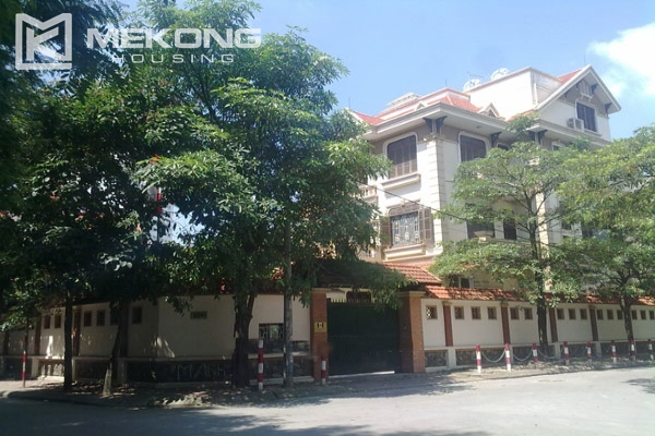 Very big villa with 8 bedrooms for rent in Thang Long International Village 1