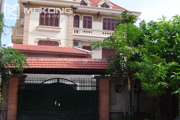 Very big villa with 8 bedrooms for rent in Thang Long International Village 2