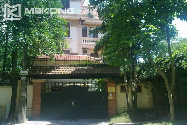 Very big villa with 8 bedrooms for rent in Thang Long International Village 3
