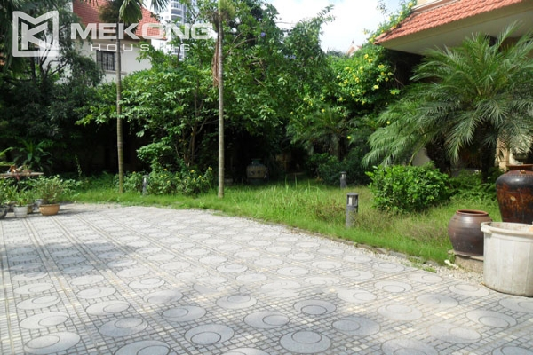 Very big villa with 8 bedrooms for rent in Thang Long International Village 4