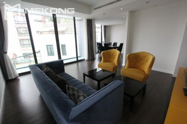 Very bright and nice serviced apartment for rent in Xuan Dieu street 1