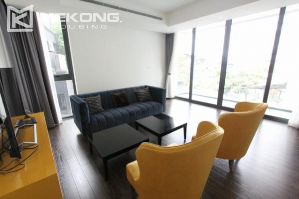 Very bright and nice serviced apartment for rent in Xuan Dieu street 3