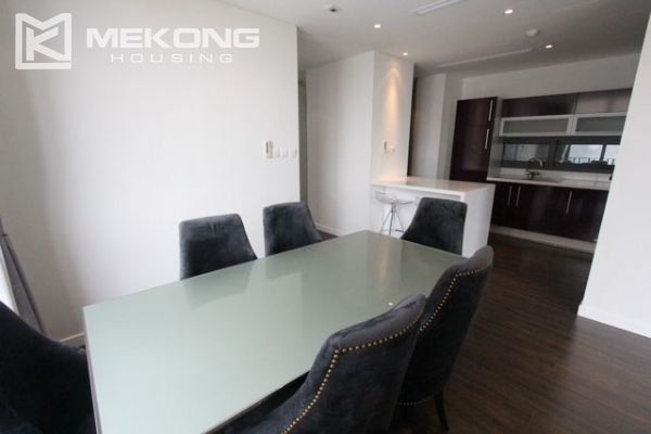 Very bright and nice serviced apartment for rent in Xuan Dieu street 4