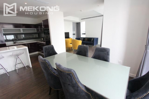 Very bright and nice serviced apartment for rent in Xuan Dieu street 5