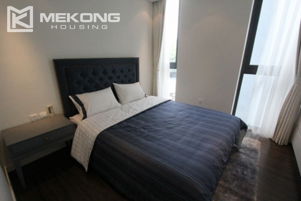 Very bright and nice serviced apartment for rent in Xuan Dieu street 8