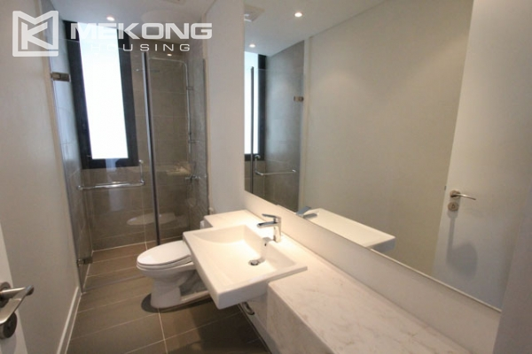 Very bright and nice serviced apartment for rent in Xuan Dieu street 11