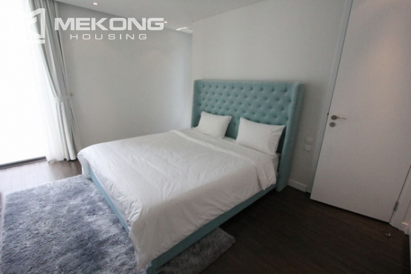 Very bright and nice serviced apartment for rent in Xuan Dieu street 12