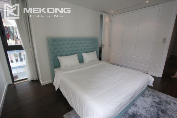 Very bright and nice serviced apartment for rent in Xuan Dieu street 13