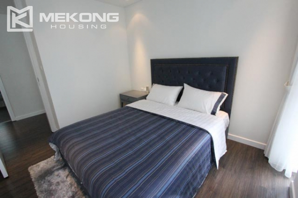 Very bright and nice serviced apartment for rent in Xuan Dieu street 9