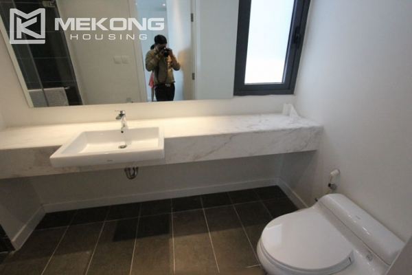 Very bright and nice serviced apartment for rent in Xuan Dieu street 16