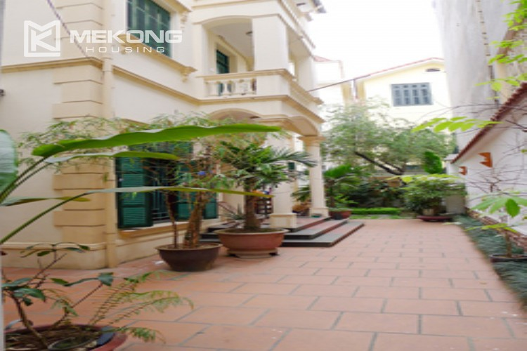 Villa for rent in Tay Ho, large yard and nice furniture 1