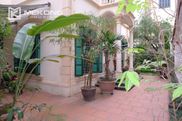 Villa for rent in Tay Ho, large yard and nice furniture 3