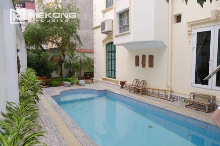 Villa for rent in Tay Ho, large yard and nice furniture 4