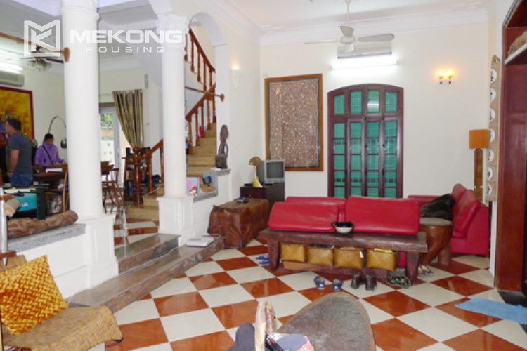 Villa for rent in Tay Ho, large yard and nice furniture 6