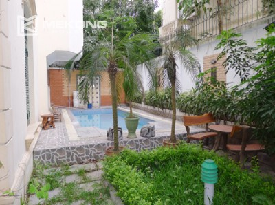Villa for rent in Tay Ho, large yard and nice furniture