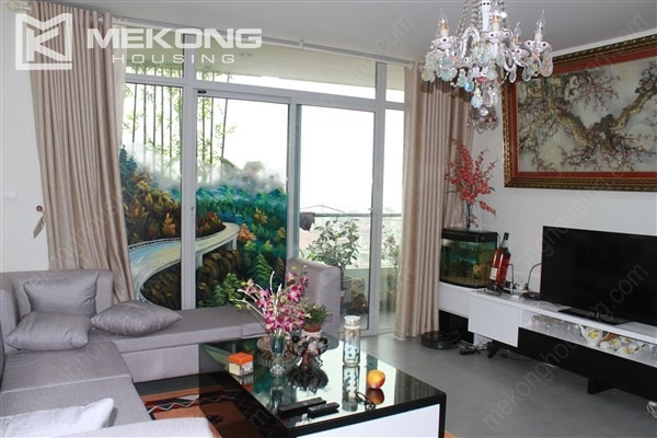 Well decorated apartment with 3 bedrooms on high floor in Watermark Westlake, Lac Long Quan 2