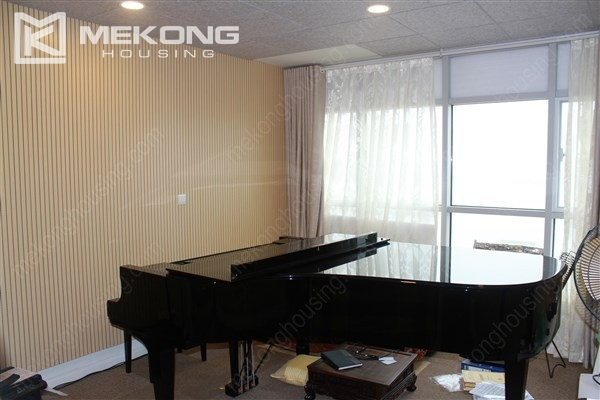 Well decorated apartment with 3 bedrooms on high floor in Watermark Westlake, Lac Long Quan 5