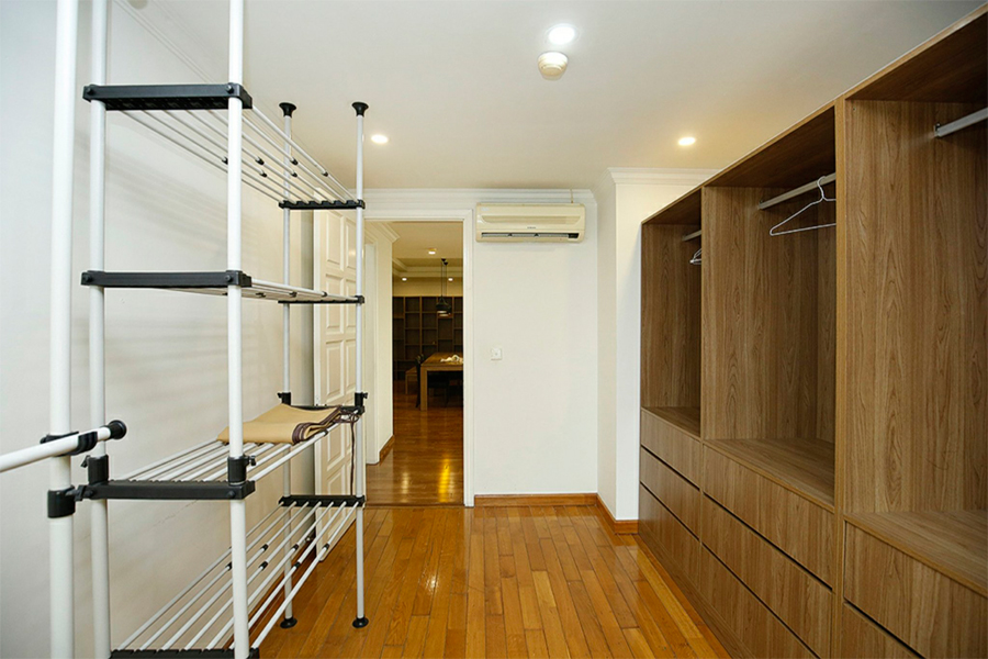 Well designed apartment with 4 bedrooms for rent in G2 tower, Ciputra Hanoi 12